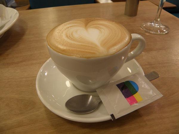 注文したコーヒーは「カプチーノ」