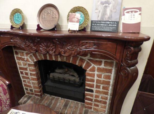 銀座トリコロールの暖炉