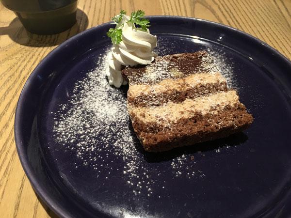 レイヤードチョコケーキ(680円)のドリンクセット